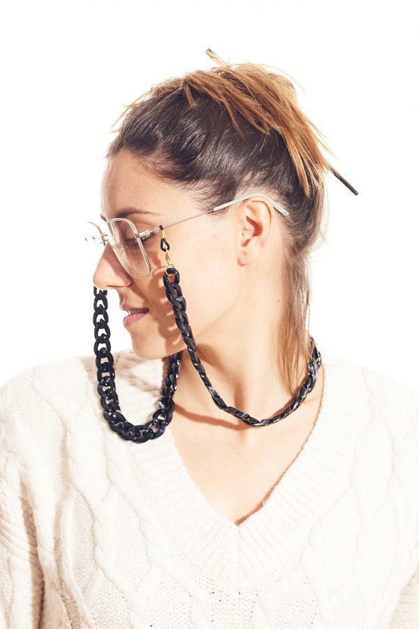 cadena gafa y mascarilla negra
