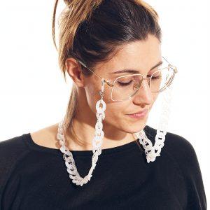 cadena gafa y mascarilla blanca